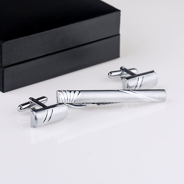 Stylish Silver Set of Cufflinks and Tie Clip